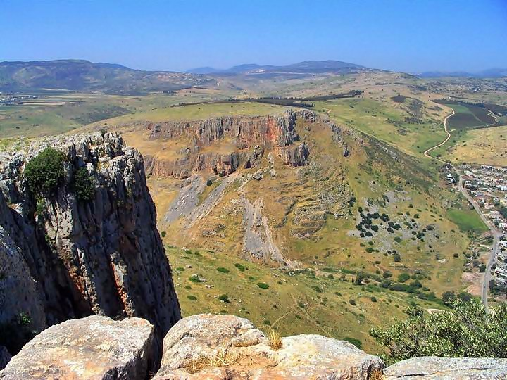 The photo is taken on top of the cliffs, looking west, overlooking the Arbel valley.