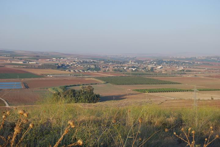 Tell Yizreel - view towards the north - Yizreel valley