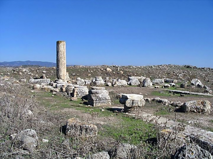The ancient synagogue in Khirbet Ammudim.