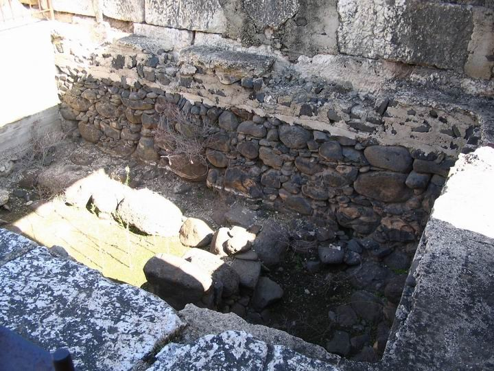 This section is on the south-east side of the main prayer room, and are parts of the old 1st C AD synagogue from Jesus times.
