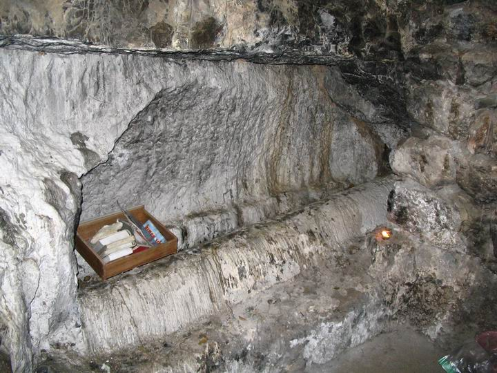 Inside the tomb of Eliezer Ben Jacob.