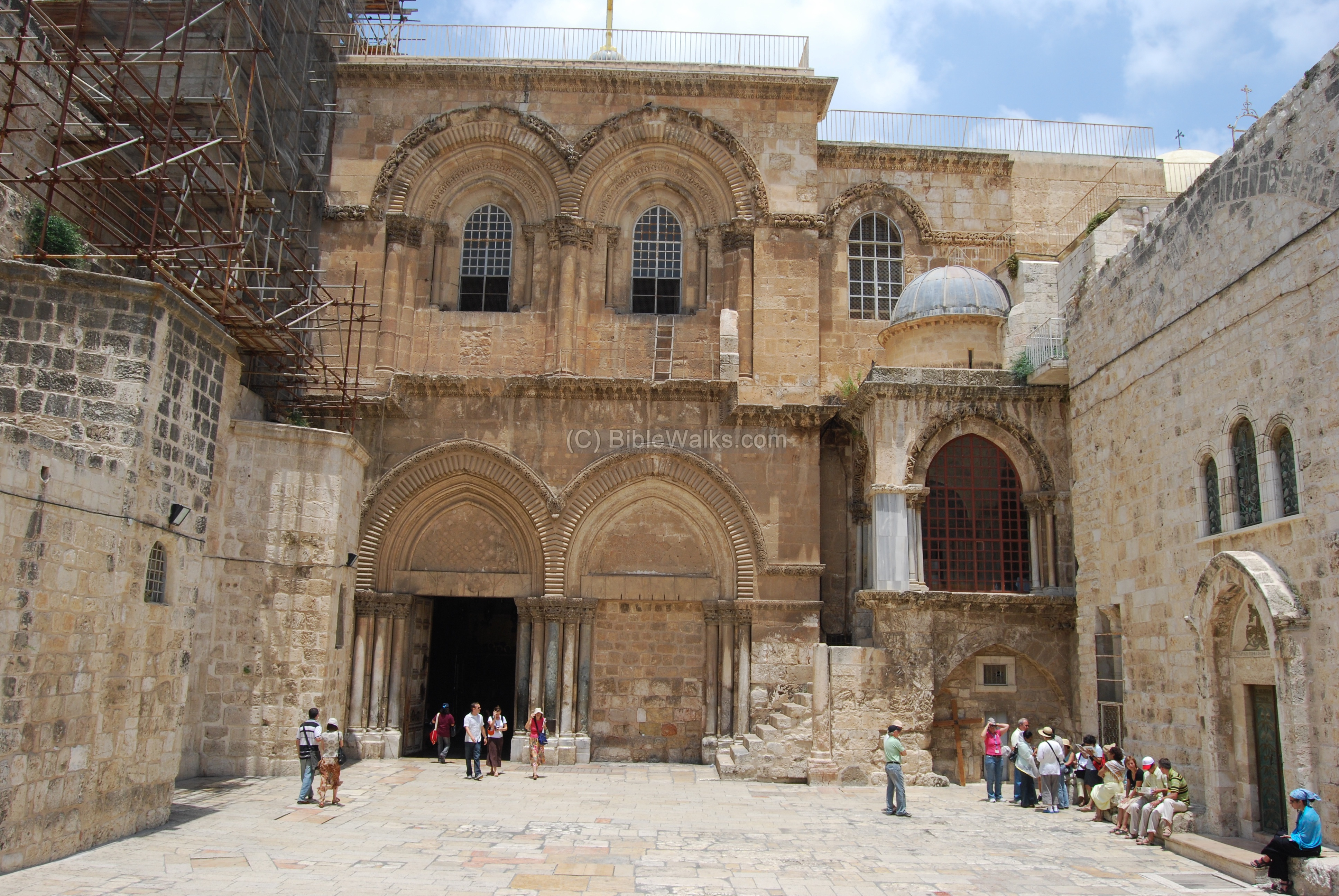 church of holy sepulcher More than 250 full-color photographs complement a fascinating look at jerusalem's church of the holy sepulchre, the most popular pilgrimage site in christiandom, in a.
