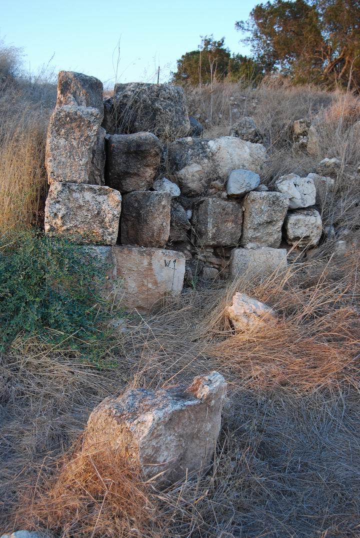 Tell Yizreel: walls on the south side