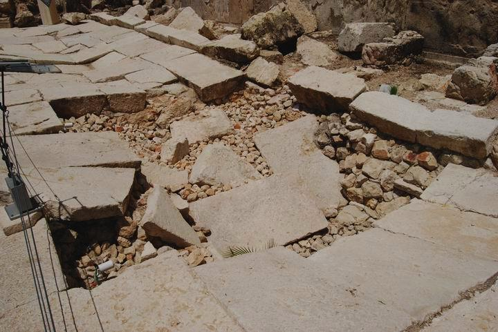Herodian street on Southern Wall - with damages from the destruction of Jerusalem